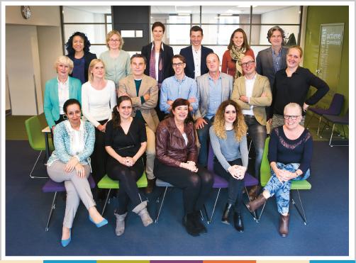 Groepsfoto ombudsman en medewerkers bureau